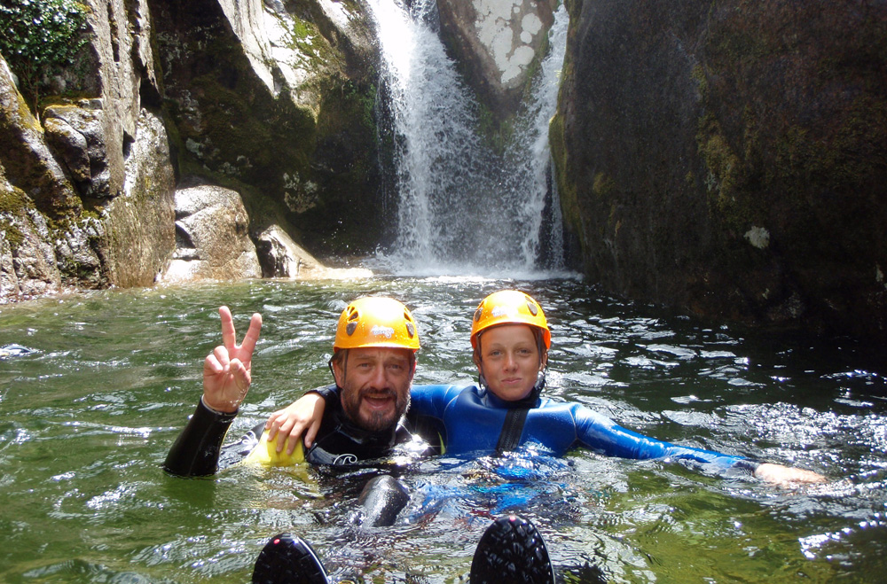 atividades geres canyoning criancas agua